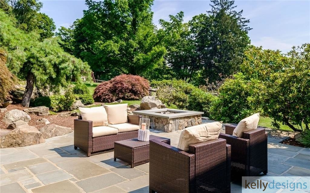 READY On Redding - Patio - Home Staging by kellydesigns